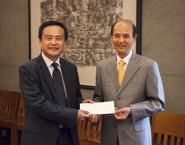 Director of the C.V. Starr East Asian Library Peter X. Zhou, left, receives a gift from Chinese Consul General to San Francisco Luo Linquan.
