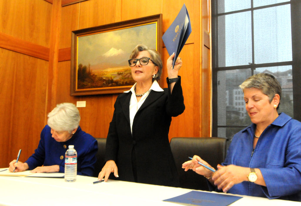 Barbara Boxer signs to confirm the donation of her congressional papers. (Photo by Peg Skorpinski for the University Library)