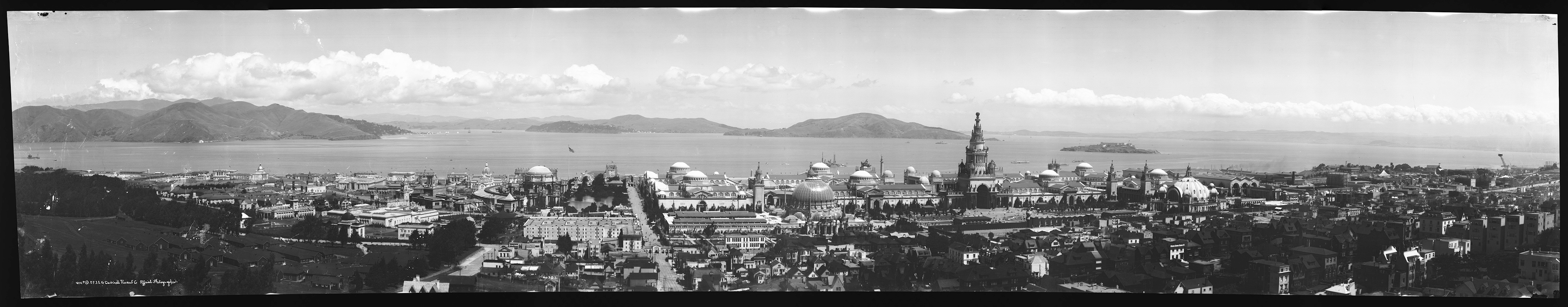 Panoramic photograph: overview of completed PPIE grounds and the bay, May 1915.