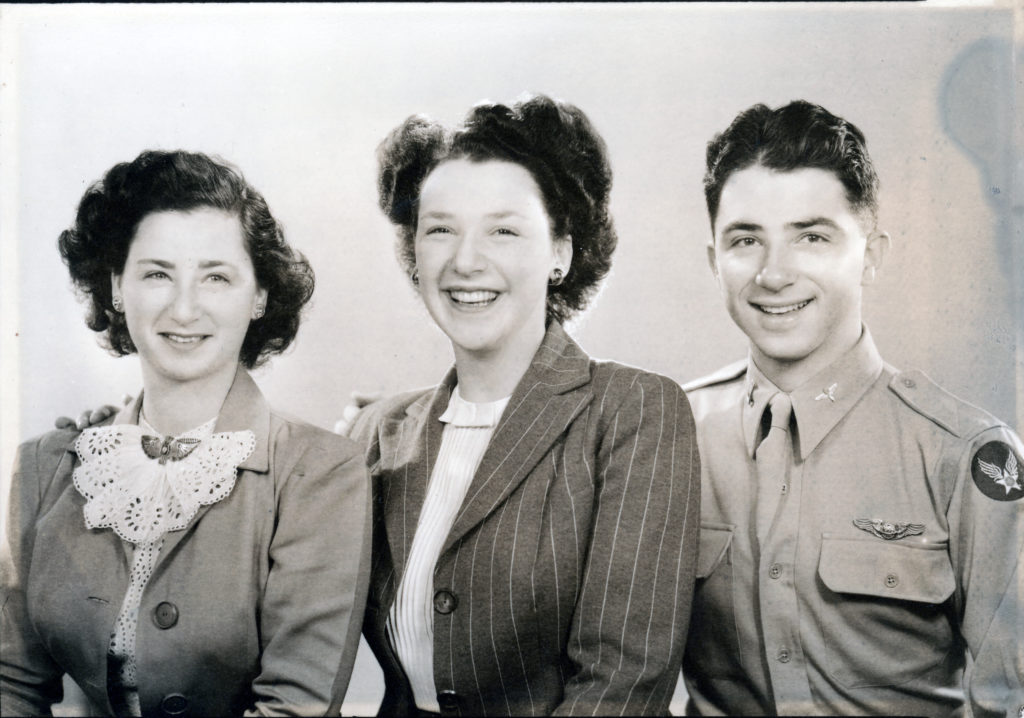 Photo of Malca Chall and siblings, 1944